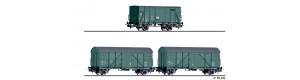 """Set tří krytých nákladních vozů ,,Bauzugwagen"""", DR, IV. epocha, H0, Tillig 70050"""