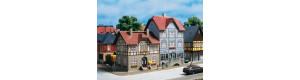 Dva obytné domy, Nádražní ullice č. 9 a 11, H0/TT, Auhagen 12346